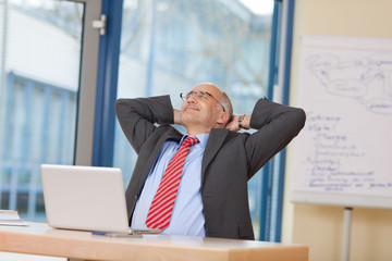 entspannt am arbeitsplatz