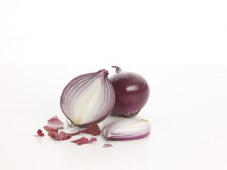 Zwei rote Zwiebeln - two red onions sliced II