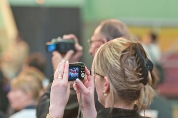 Personnes qui filment et photographient