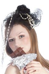 Шоколад, винтаж портрет молодой женщины в шляпе.