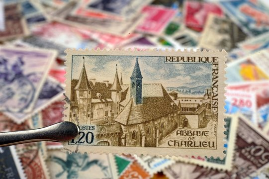 timbres - Abbaye Bénédictine de Charlieu - philatélie France