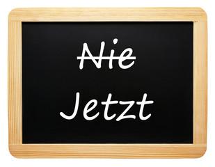 Nie / Jetzt - Konzept Tafel - freigestellt