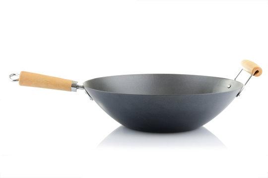 wok sur fond blanc