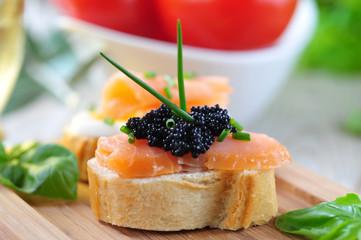 baguette mit lachs und kaviar
