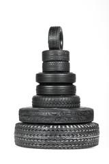 Pyramide aus Reifen