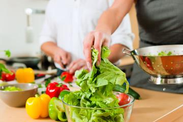 Zubereitung von Gemüse und Salat