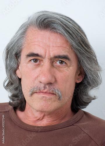 Mann Mit Grauen Haaren Stockfotos Und Lizenzfreie Bilder Auf