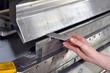 detail industry worker // Detailaufnahme Abkantbank Metallbaufir
