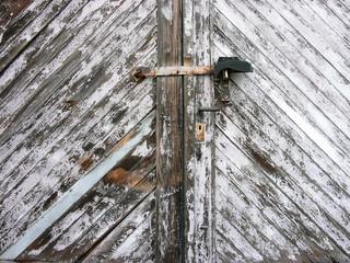 Altes Holztor an einer Garage im Ostend von Frankfurt am Main