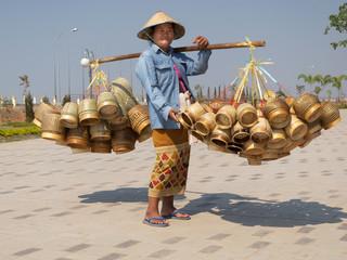 Strassenverkäuferin Laos