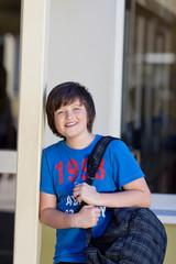 ein junge in der schule