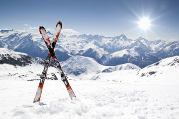Keuken foto achterwand Wintersporten Pair of cross skis
