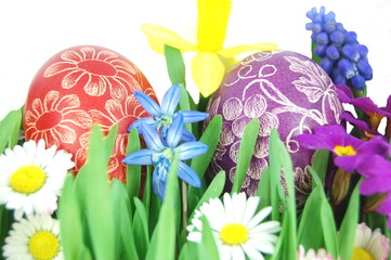 Wielkanocne pisanki na wiosennej łące