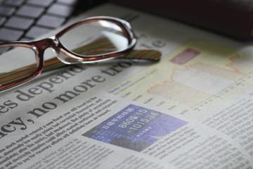 経済新聞とメガネ