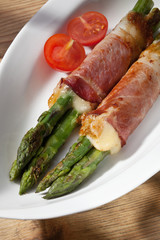 Grilled asparagus with ham and cheese