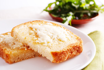 Bread with cottage cheese