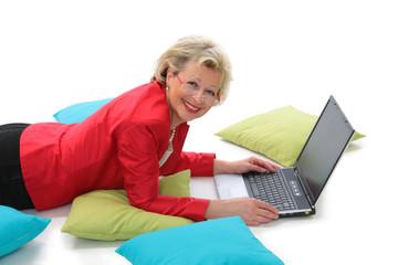 Aktives Rentnerleben mit moderner Technik
