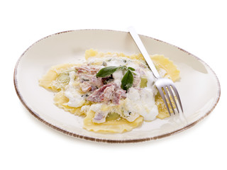 ravioli with ham, sage and cream sauce-ravioli panna prosciutto