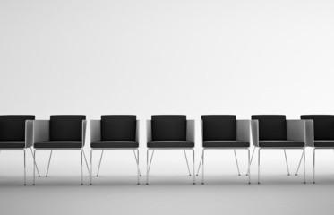 Serie di sedie in fila