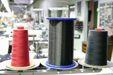 Fadenspulen in der Kleiderfabrik