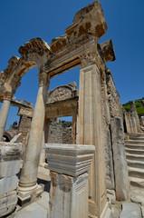 Temple d'Hadrien dans Ephèse