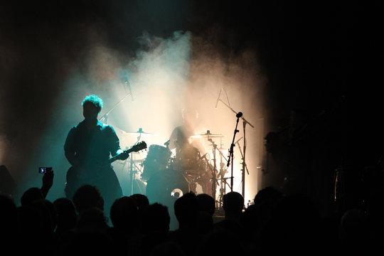 Schlagzeuger und Gitarrist
