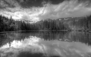 Fototapete - Polish Tatra mountains Smreczynski staw lake B&W