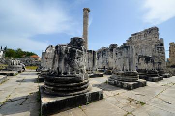 Tourisme au temple d'Apollon de Didim