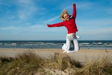 Springen am Strand