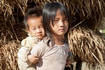 Fond de hotte en verre imprimé Artiste KB asiatische Kinder in Armut