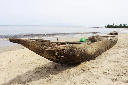 pirogue traditionnelle cameroun Kribi