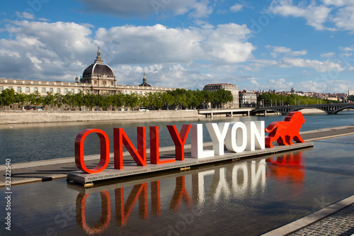 Only lyon photo libre de droits sur la banque d 39 images for Piscine concept lyon
