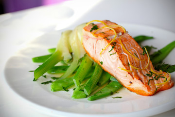 Salmon fillet with green beans and fennel with lemon zest