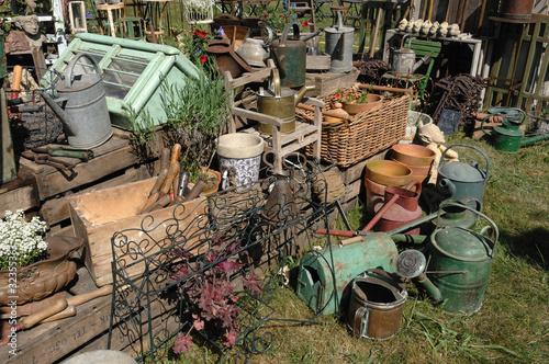 brocante jardin photo libre de droits sur la banque d. Black Bedroom Furniture Sets. Home Design Ideas