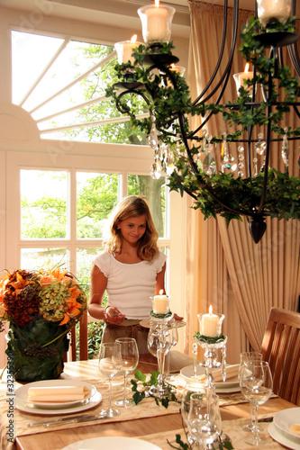 festlich gedeckter tisch stockfotos und lizenzfreie bilder auf bild 32355390. Black Bedroom Furniture Sets. Home Design Ideas