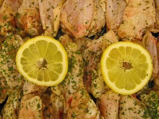 Marinated chicken wings, alitas de pollo marinadas.