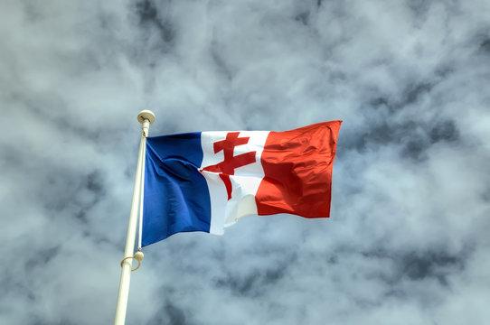 Drapeau Croix de Lorraine à Courseulles-Sur-Mer