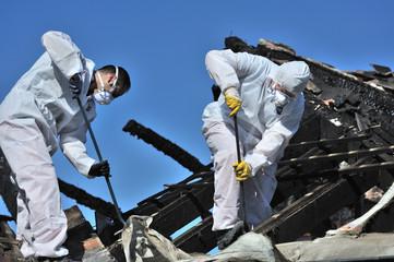 Aufräumarbeiten nach Dachstuhlbrand 2