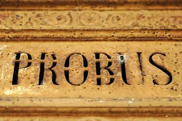 Probus (excellent homme) sur une tombe du père lachaise