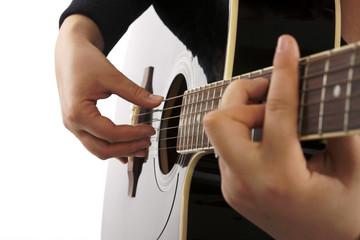 Gitarre Zupftechnik schwarz Detail Seite