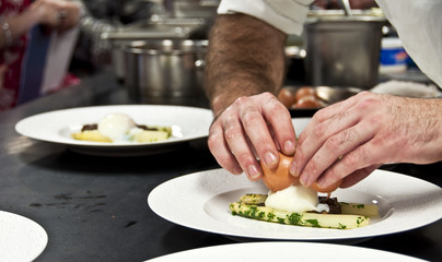 Cuisinier au travail