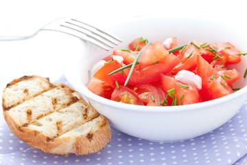 Tomatensalat mit Schnittlauch