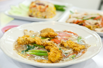 Rat-na, Soup Golden mushroom and fried chicken