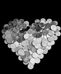 монеты в форме сердца