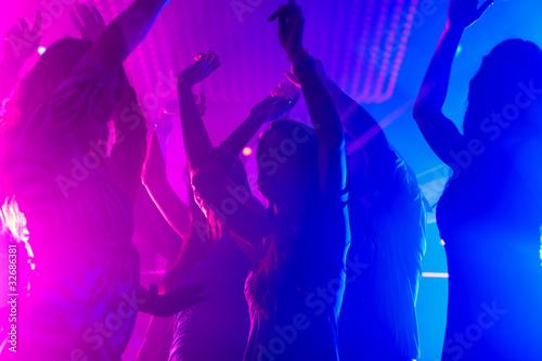 Mnner kennenlernen disco Asiatische freunde