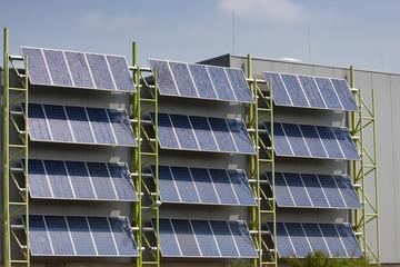 Photovoltaik-Anlage an Hausfassade Ökostrom