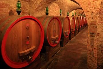 Wall Mural - Weinkeller,Rotwein,arrique Faß ausgebaut,Toskana,Italien