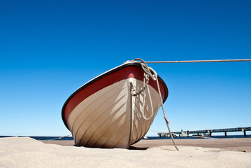 Wall Mural - Fischerboot am Sandstrand von Usedom