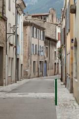 Старинная улица в городе Ди, Франция.