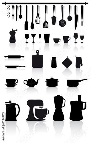 Set di utensili attrezzi elettrodomestici e posate da for Utensili da cucina design